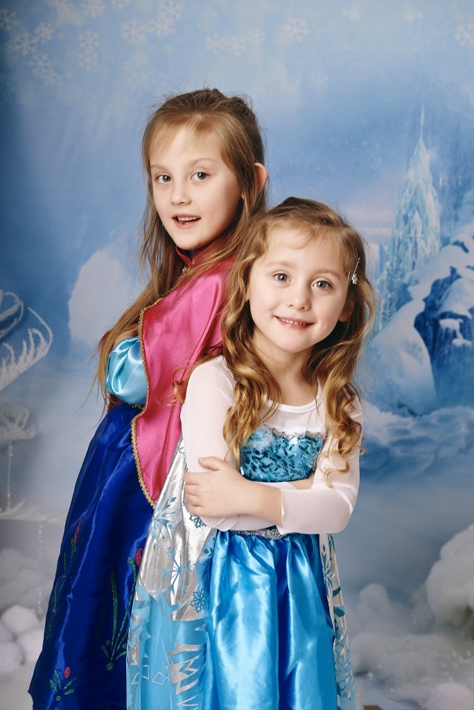 Two sisters pose as Anna and Elsa from Frozen