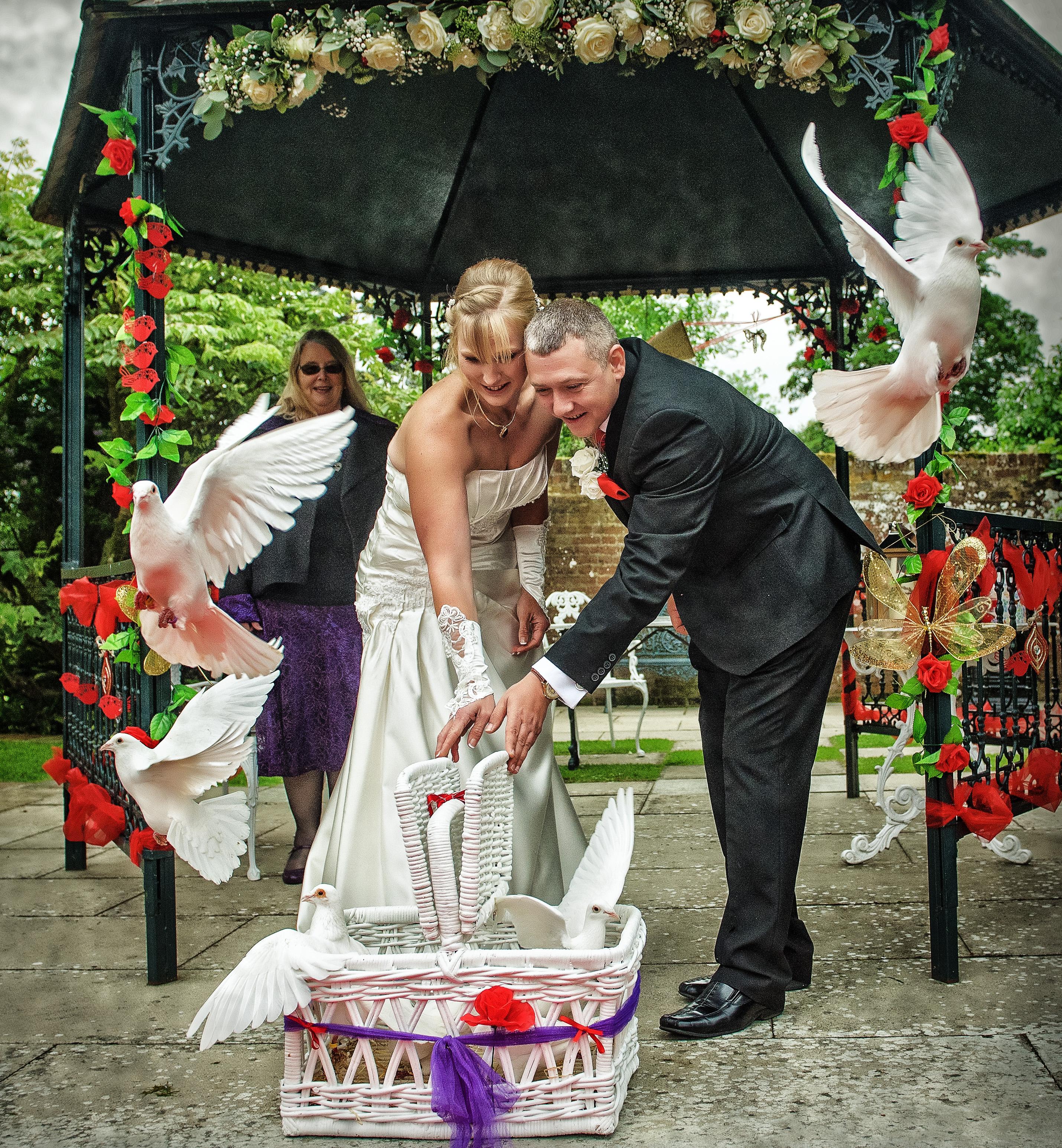 Swarling Manor Wedding – Kirsty & Roy